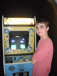 playng the actual real Fix it Felix arcade game at the Starcade
